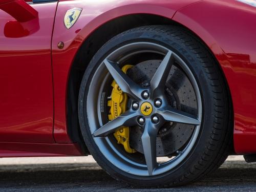1 okruh ve Ferrari 488 Spider